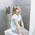 Cum îl învăţăm pe copilul cu autism să folosească toaleta în mod independent?