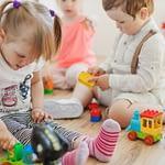 E normal ca micuţul să refuze să-şi împartă jucăriile cu alţii ?